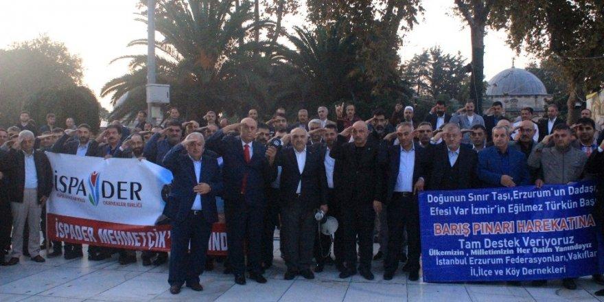 Eyüpsultan Camisi'nde vatandaşlardan Mehmetçik için dua