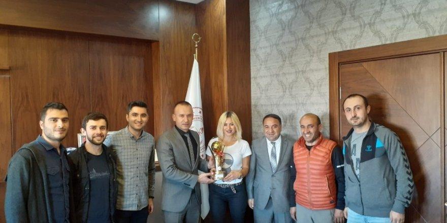 Voleybol Turnuvasında Milli Eğitim Müdürlüğü şampiyon oldu