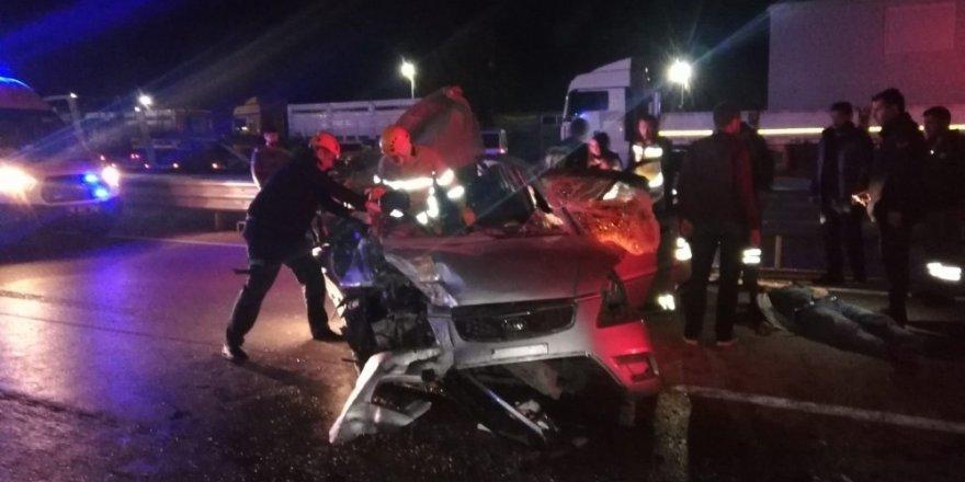 Otomobil önündeki tıra arkadan çarptı: 1 ölü, 4 yaralı