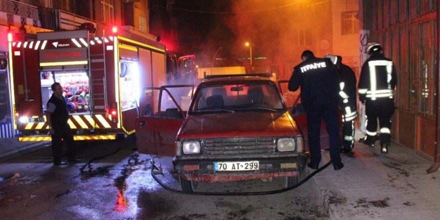 Karaman'da park halindeki araçta yangın çıktı
