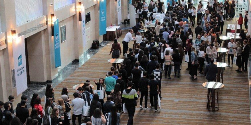 Dünyanın en iyi bin üniversitesinden 60'ının Türkiye'de olduğunu duyanlar fuar alanına akın etti