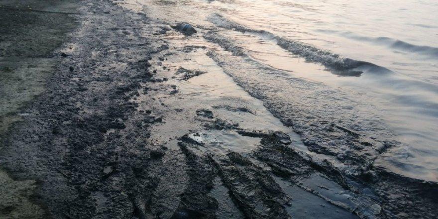 Petrol türevi atıklar denize sızmıştı, firmaya 150 bin lira ceza yolda