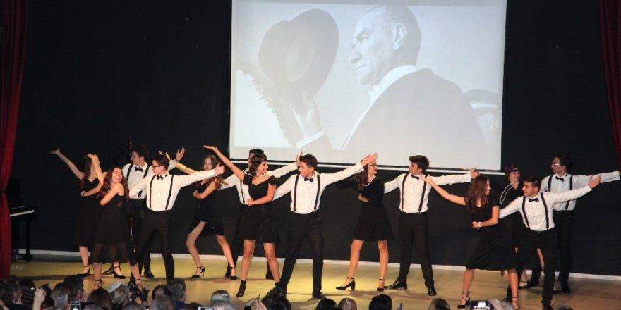 Uğurlu öğrenciler Cumhuriyet Balosu ile Atatürk'ü andı