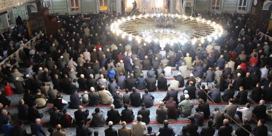 Elazığ'da Mevlit Kandili'nde camiler doldu