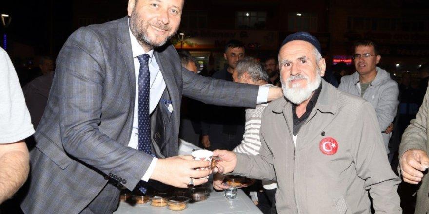 Nevşehir Belediyesi, kandil simidi ve lokum ikram etti