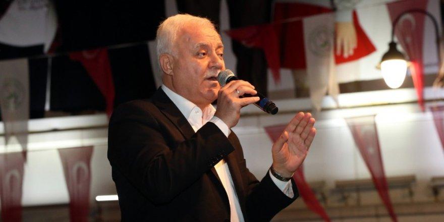 Nihat Hatipoğlu Mevlit Kandili'nde Gaziosmanpaşalılarla buluştu