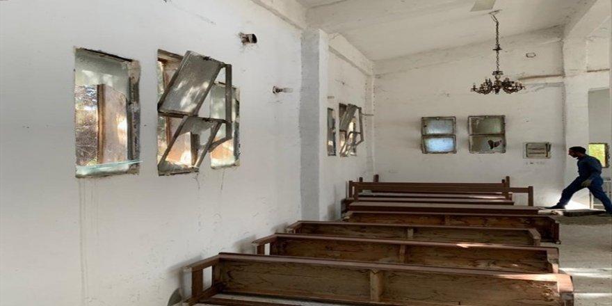 Tel Abyad'da Ermeni kilisesi temizlenerek camları yenilendi