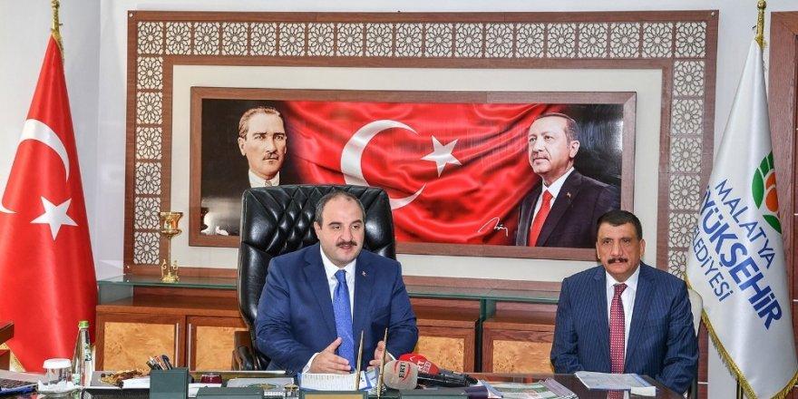 Bakan Varank, Malatya Büyükşehir Belediyesini ziyaret etti