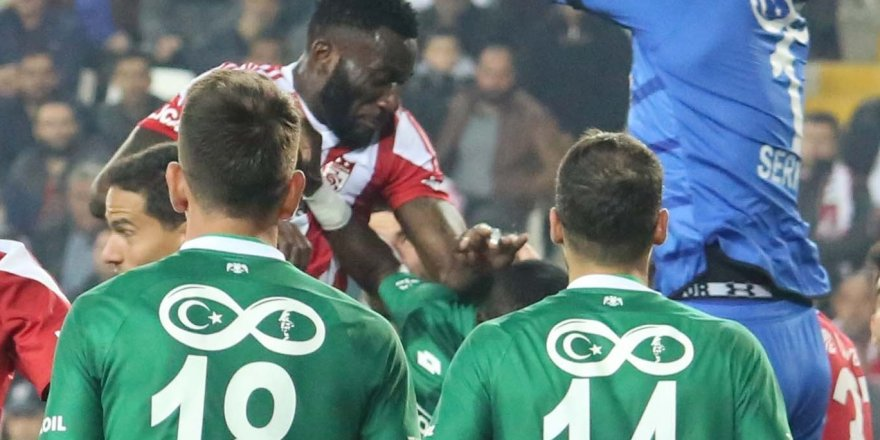 Konyaspor 10 Kasım  temalı forma ile çıktı