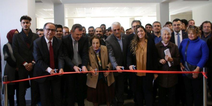 Fen-Edebiyat Fakültesi konferans salonuna Nevşehirli Prof. Dr. Zeynep Korkmaz'ın ismi verildi