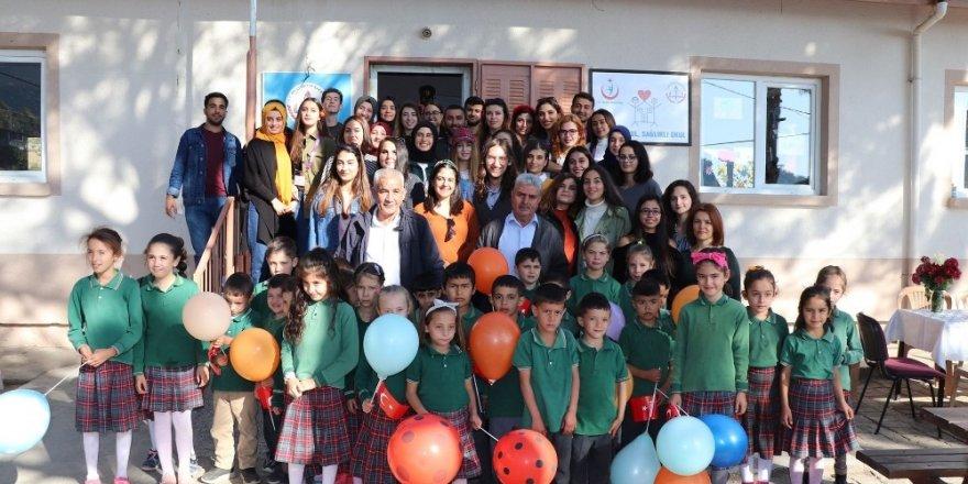 Öğretmen adayları, ilkokul öğrencilerini ziyaret etti
