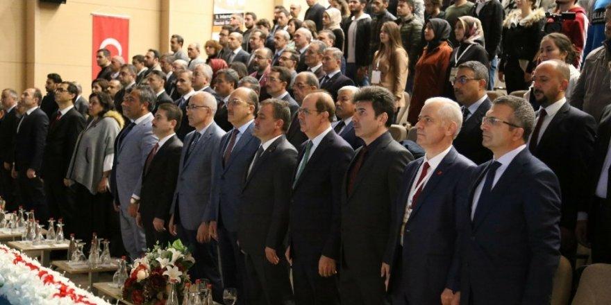 Sosyal Bilimler Kongresine Rektör Karacoşkun katıldı