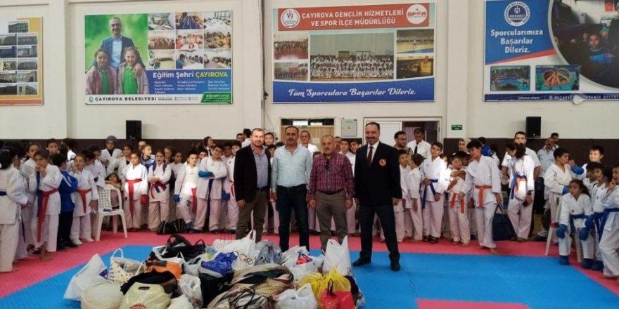 Çayırova Belediyespor takımından anlamlı destek