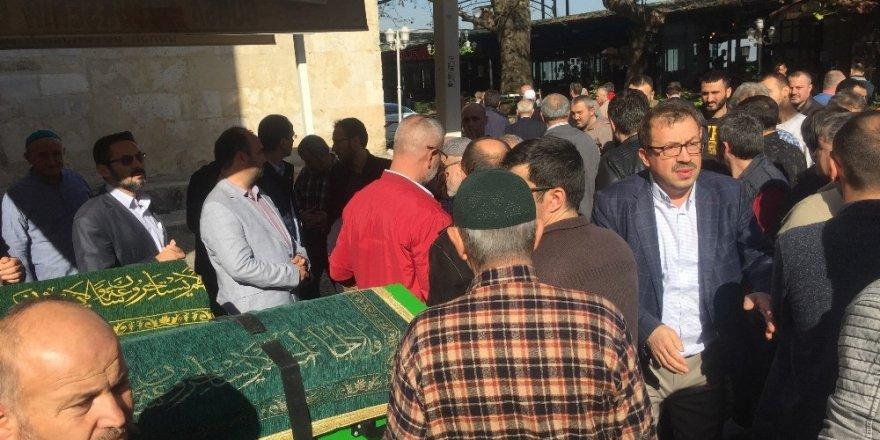 İmam, oğlunun ve torununun cenaze namazını kıldırırken göz yaşlarına hakim olamadı