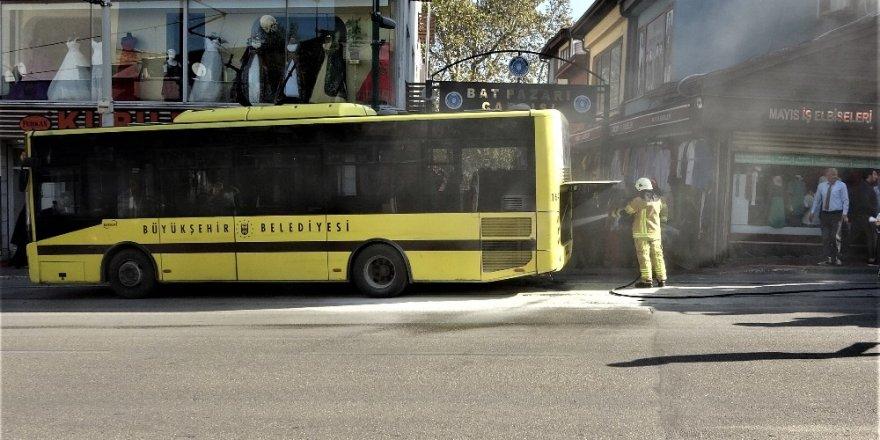 Kahraman şoför, içinde yolcularla birlikte yanan otobüsünü böyle söndürdü