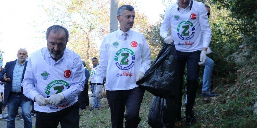 'Temiz bir Kent için hep birlikte' sloganı ile sokak sokak çöp topladılar