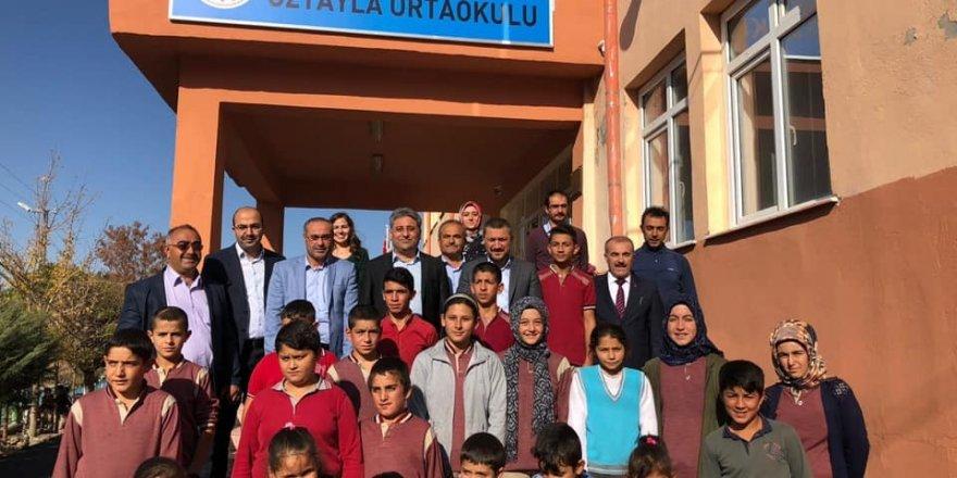 AK Parti milletvekili Açıkgöz, Özyayla Ortaokulunu ziyaret etti