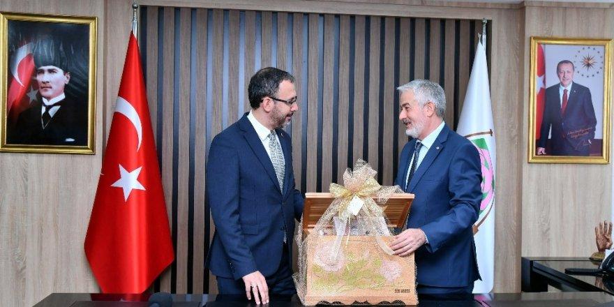 Bakan Kasapoğlu'ndan, Başkan Başdeğirmen'in projelerine destek sözü