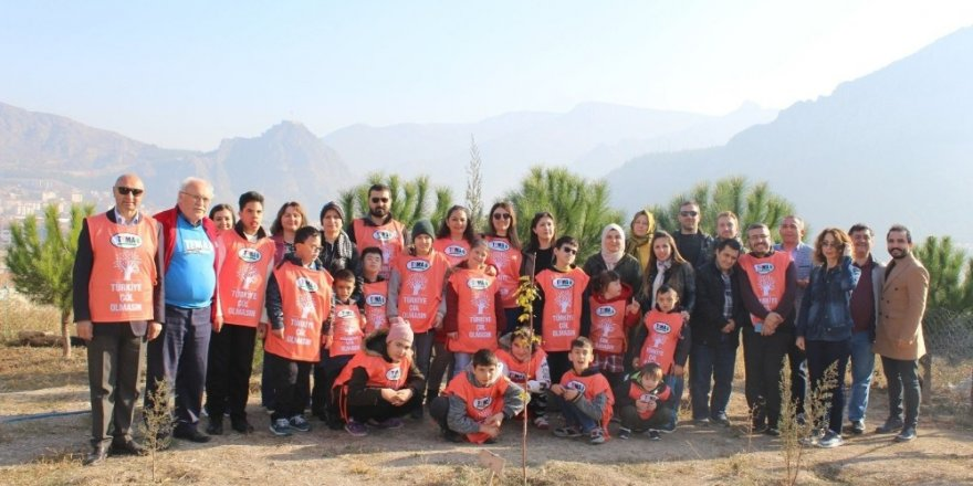 15 otizmli öğrenci erozyonla mücadele için tohumları toprakla buluşturdu