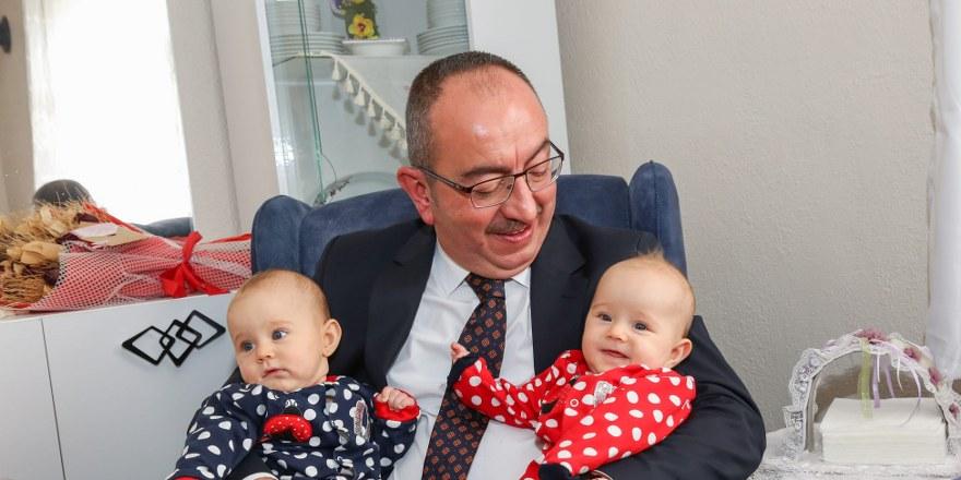 Başkan Kavuş'tan 'iyi ki doğdun bebek' ziyareti