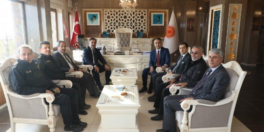 Bitlis Valisi Oktay Çağatay, Ahlat Belediyesini ziyaret etti