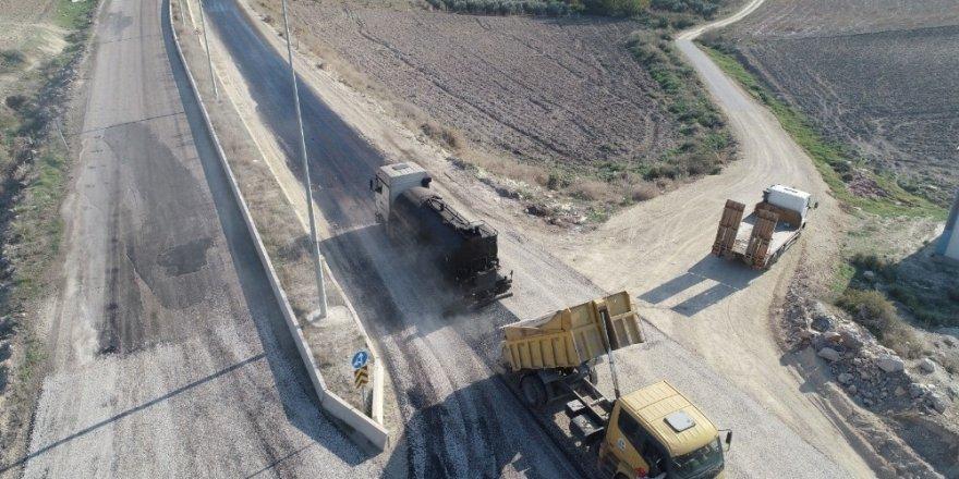 Dev kuruluşlar asfalt yola kavuştu