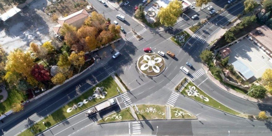 Mevsim çiçekleri Nevşehir'i süslüyor