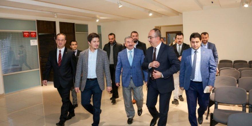 Milletvekili Özboyacı ve Başkan Kavuş Uluslararası Gençlik Akademisi'nde