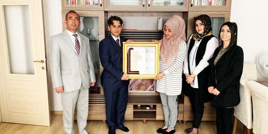 Şehit ailesine devlet övünç madalyası
