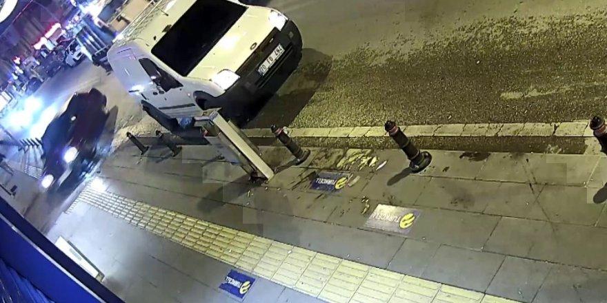 Öldürdüğü arkadaşının cesediyle otomobille bekçilerden kaçan zanlı kamerada