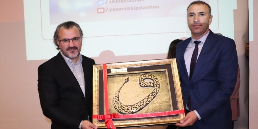 Karaman'da 'Kariyer planlaması' konferansı