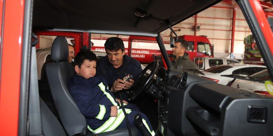 Zihinsel engelli Mustafa'nın itfaiyeci olma hayali gerçekleşti