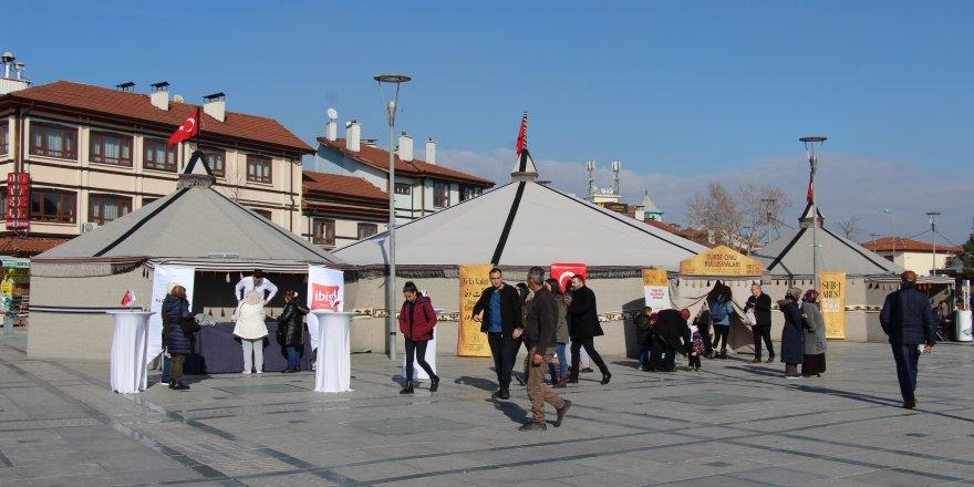 'Sohbet Çadırı' On Binleri Ağırlıyor