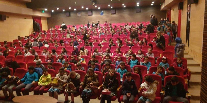 Küçük Kara Balık Akşehir'de çocuklarla buluştu