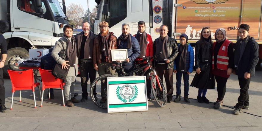 Bisikletçilerden kan bağışı