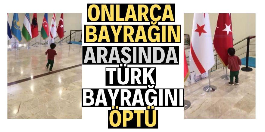 Minik Kerem Türk Bayrağına koşup öptü