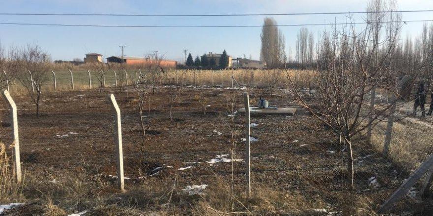 Belediyenin kül kovaları  bahçelerde bulundu