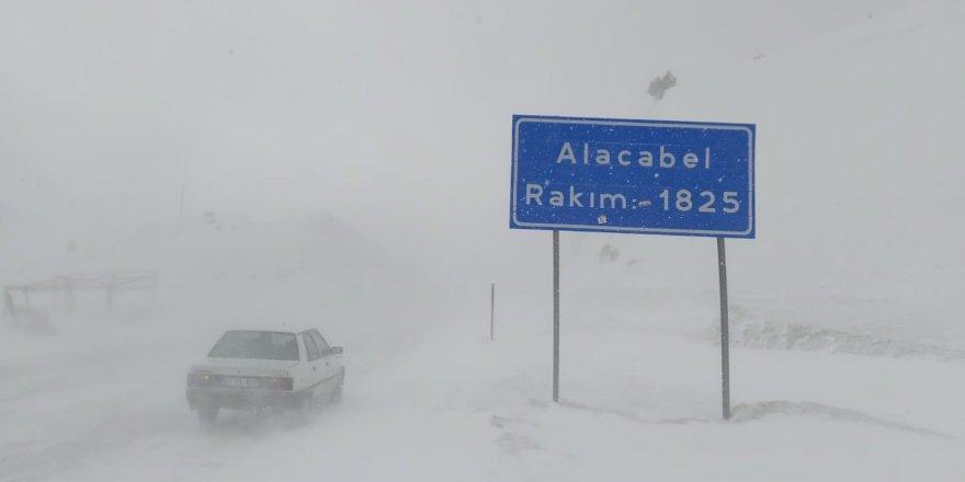 Seydişehir-Antalya kara yolunda ulaşım güçlükle sağlanıyor