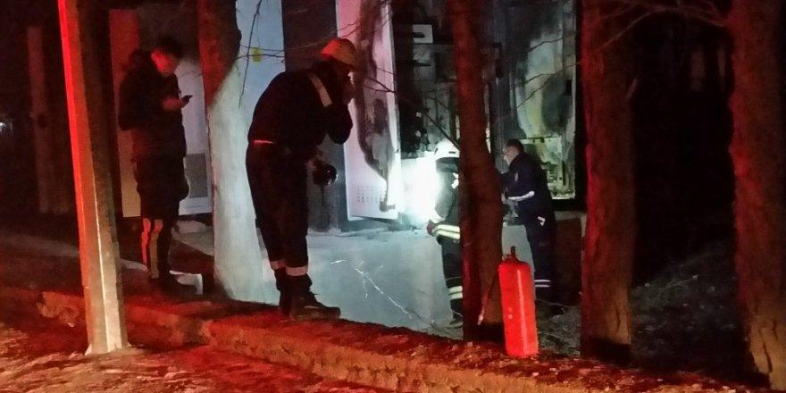 Konya'da patlayan trafo mahalleyi elektriksiz bıraktı