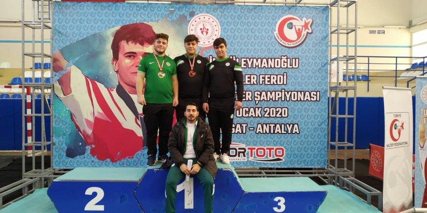 Konyasporlu halterciler Manavgat'ta terledi