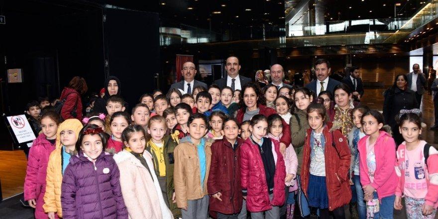 Başkanlar çocukların tiyatro heyecanına ortak oldu