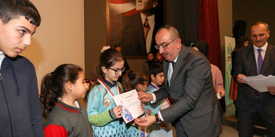 Meram'da akıl zeka oyunlarında başarılı olan öğrencilere madalyaları verildi