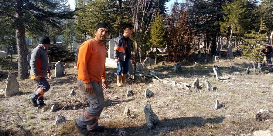 Köy mezarlığının  bakımı yapıldı
