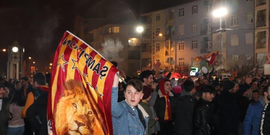 Karaman'da Galatasaraylı taraftarların galibiyet sevinci