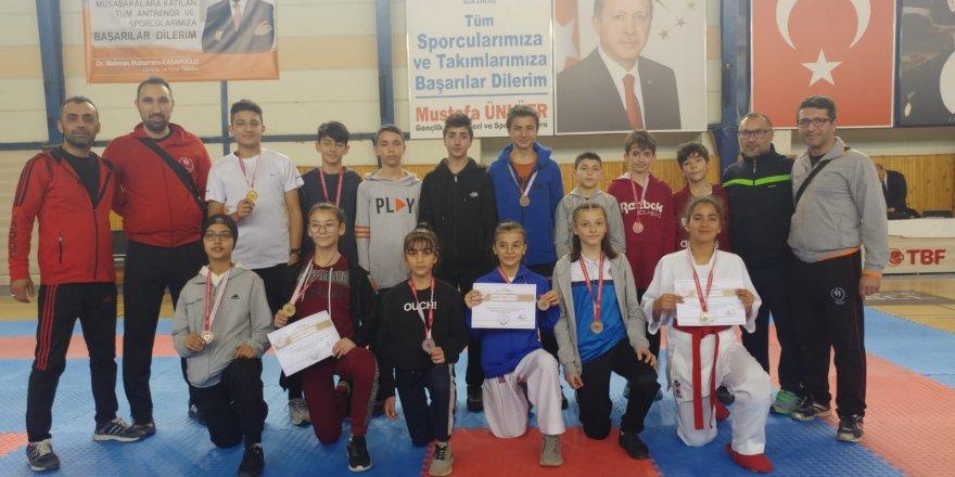 Konyalı karateciler Analig'de yarı finale yükseldi