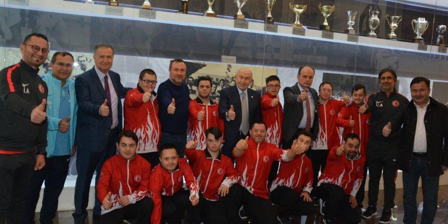 Başkan Özdemir, Down Sendromlular Milli Takımı ile bir araya geldi