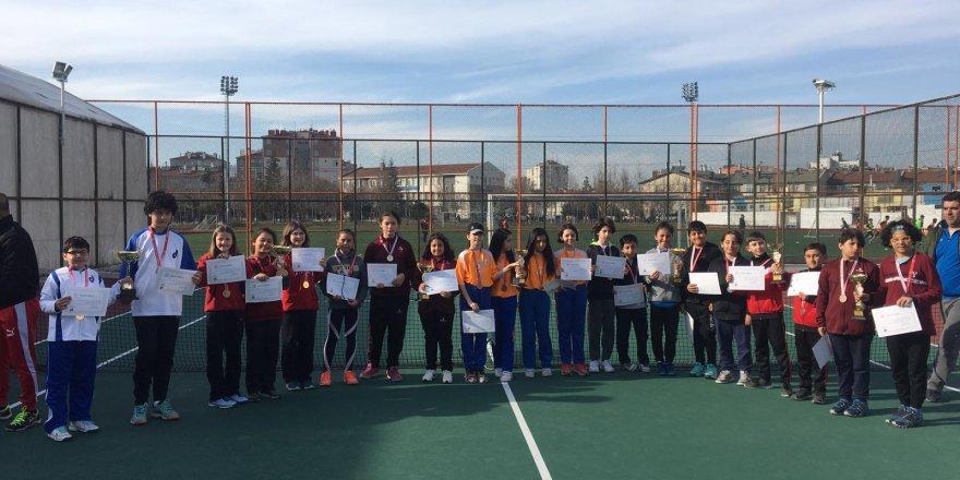 Okullar arası tenis il birinciliği sona erdi