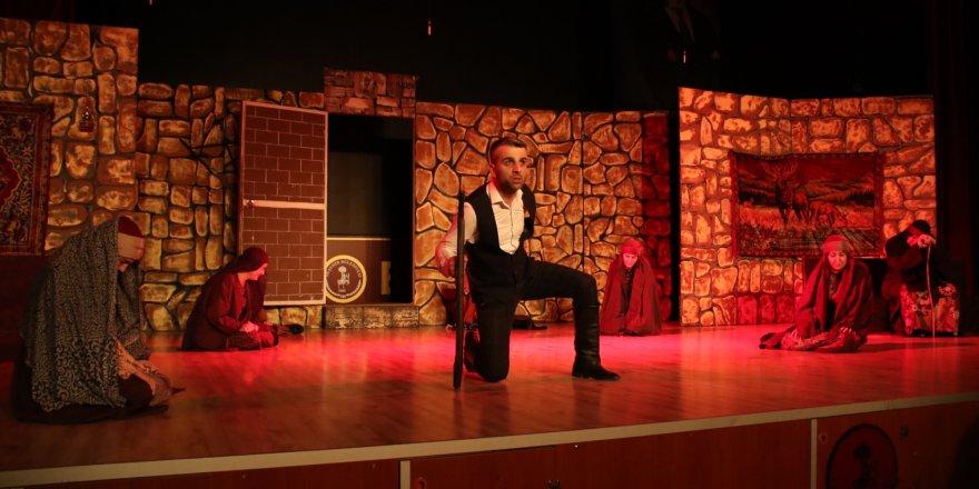 """Töre"" oyunu Akşehir'de sahnelendi"