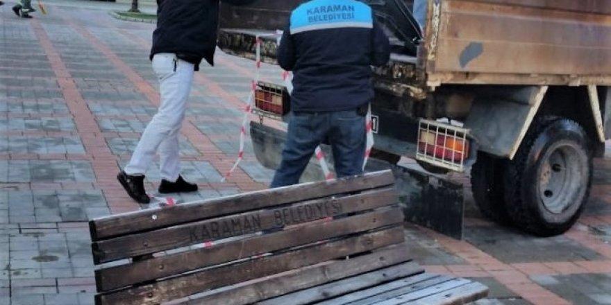Karaman'da parklardaki oturma bankları kaldırıldı