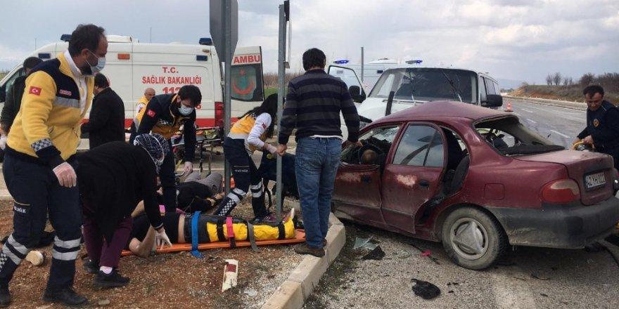 Hüyük'te otomobille minibüs çarpıştı: 1 ölü, 3 yaralı